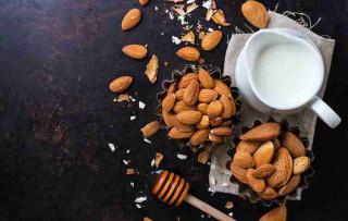 Lý do phụ nữ mang bầu bác sĩ khuyên hãy ăn hạt hạnh nhân